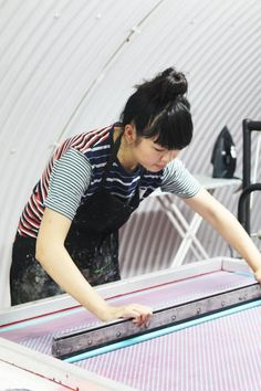 Slow fashion means making your own print for fabric by using a screen printer!