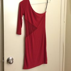Red one shoulder dress Red one shoulder dress, perfect for holiday parties and or clubbing ! Dresses One Shoulder