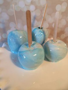 Marbled blue and white candy apples.