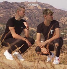 It's not real but I think one day will be 💛😙😍 (marcus & martinus my 2 baby's ) Twin Boys, Twin Brothers, Marcus Y Martinus, 17 Kpop, Love Twins, Bars And Melody, Dream Boyfriend, Holding Baby, Perfect Boy