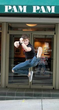 Grant Gustin - Barry Allen - The Flash Thomas Grant Gustin, The Flash Grant Gustin, Concessão Gustin, The Flashpoint, Flash Funny, Karate Kick, O Flash, Flash Barry Allen, Cw Series
