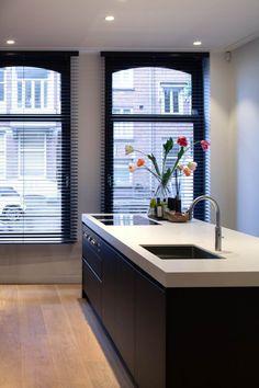 design - Exclusive living inspiration in the United Kingdom Interior Design Tips, Interior Design Kitchen, Black Kitchens, Home Kitchens, Kitchen Black, Store Venitien, Cocinas Kitchen, Rustic Kitchen Design, Tadelakt