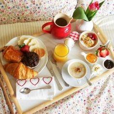 """Cemal Süreya'nın da dediği gibi """" Yemek yemek üstüne ne düşünürsünüz bilmem ama kahvaltının mutlulukla bir ilgisi olmalı."""" Mutlu Pazarlar! #DekorazonCom"""