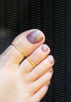 If you like your gold and like simple things, here is the perfect combo for your toesies. These delightful bright treasures are made with gold tone noodle beads with 1.5 mm metal beads and 2 mm round gold metal beads. Made with stretch cord, your toes wont feel any pain. They are so comfortable. This product is intended for adult fashion purposes only.  ALL TOE RINGS ARE NOT ONE SIZE FITS ALL. THEY ARE CUSTOM MADE FOR A COMFY SNUG FIT.  When placing your order, please be sure to choose your…