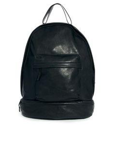 €60, Schwarzer Leder Rucksack von Asos Black. Online-Shop: Asos. Klicken Sie hier für mehr Informationen: https://lookastic.com/men/shop_items/57465/redirect