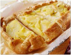 Buongiorno amici, oggi vi propongo una ricetta golosa e sfiziosa la Torta Rustica con patate e mozzarella! Preparare la torta rustica con patate e mozzarel