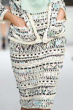 Oscar de la Renta at New York Fashion Week Spring 2011 - Details Runway Photos Black Crochet Dress, Crochet Skirts, Crochet Cardigan, Crochet Clothes, Crochet Lace, Knitwear Fashion, Knit Fashion, Couture Mode, Couture Fashion