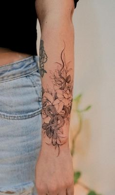 30 Tattoos of fine features for inspiration. - Pictures and Tattoos Botanisches Tattoo, Fake Tattoo, Forarm Tattoos, Foot Tattoos, Piercing Tattoo, Body Art Tattoos, Piercings, Eyebrow Tattoo, Tatoos