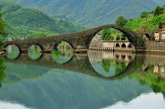 Ponte del Diavolo, Borgo a Mozzano, Lucca, Tuscany, Italy