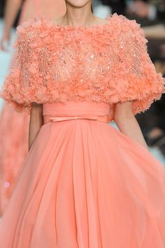 somethingvain: Elie Saab Haute Couture S/S 2012 Couture Fashion, Runway Fashion, Fashion Show, Couture Details, Fashion Details, Fashion Design, Beautiful Gowns, Beautiful Outfits, Elie Saab Haute Couture