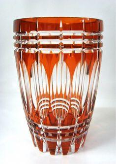 Salle de ventes ABC : Vase en cristal taillé et doublé aurore du Val St Lambert, époque +/- 1940, h23 cm