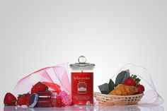 Strawberry Jam scented ring candle! View all of our scents now and find your favorite! Only at online.candl.es