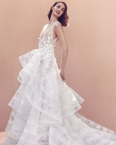 Oscar de la Renta wedding gowns from his Bridal Spring 2020 Collection. Swipe them to check all wedding gowns from the designer's collection Western Wedding Dresses, Classic Wedding Dress, Wedding Dress Trends, New Wedding Dresses, Designer Wedding Dresses, Bridal Dresses, Modest Wedding, Bridal Collection, Dress Collection
