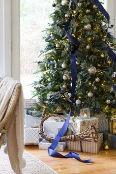 Farmhouse/Cottage Christmas Home Tour with pops of blue accents.