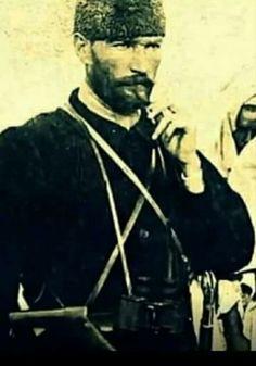 Güzelliğin ve karizmanın böylesi... Gözler gerçek bir baş Komutan görsün MaşAllah Ata'mm...