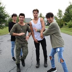 Such a cute Brotherly love. Famous Teenagers, The Dobre Twins, Marcus And Lucas, Marcus Dobre, Famous Youtubers, Young Cute Boys, Ohana Means Family, Logan Paul, Brotherly Love