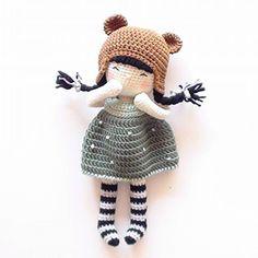 Бесплатный мастер-класс по вязанию куклы крючком от nina.hookcreations. Высота вязаной игрушки примерно 25 см. Из описания схемы вы также узнаете как…