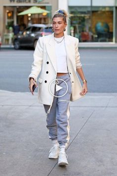 Hailey Baldwin is my style influencer for sure, always looks cool but not over the top model fashion. Source by dlsuxibf Top Model Fashion, Fashion Week, Look Fashion, Womens Fashion, Fashion Trends, Fashion Outfits, Haley Baldwin Style, Estilo Hailey Baldwin, Looks Style