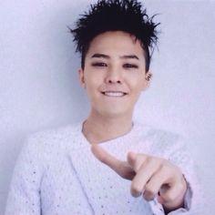 G-Dragon #BIGBANG Ugh, that lip bite KILLS me...literally. I. DIE! Like asdfghjkruyrevhwifjvnewhf....