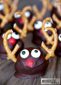 How do you think your kids would respond to receiving a special, personalized note from Santa this year? I want to share with you our letters from Santa and Oreo cream cheese reindeer truffles we can leave by the tree for Santa and his crew. Christmas Treats To Make, Christmas Goodies, Christmas Desserts, Holiday Treats, Holiday Recipes, Christmas Music, Christmas Ideas, Christmas Cooking, Christmas Truffles