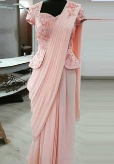 35 Latest Peplum Blouse Designs for Sarees and Lehengas Peplum blouse designs are in trend and this is why they are used by a lot of celebrities. The blouse design is the heavily enticing and with a modern look. In fact, peplum pattern is seen in the le… Choli Blouse Design, Pattu Saree Blouse Designs, Fancy Blouse Designs, Bridal Blouse Designs, Latest Saree Blouse Designs, Saree Blouse Patterns, Dress Designs, Sari Bluse, Mode Bollywood