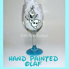 Olaf Hand Painted Glassware by kraftymamaboutique on Etsy Wine Bottle Glasses, Diy Wine Glasses, Decorated Wine Glasses, Hand Painted Wine Glasses, Wine Bottles, Wine Glass Crafts, Wine Craft, Wine Bottle Crafts, Wine Painting