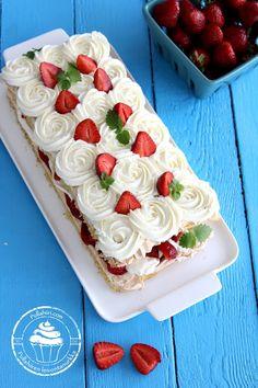 Dessert Drinks, Dessert Recipes, Merengue Cake, Finnish Recipes, Gourmet Gift Baskets, Bakery Cakes, Piece Of Cakes, Let Them Eat Cake, No Bake Cake