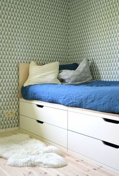 DIY bed with storage by Tunne tilat. Ikea Stolmen and plywood. Simple and clever. Stolmen Ikea, Kura Ikea, Bed Ikea, Ikea Hack, Diy Daybed, Diy Bett, Small Room Design, Minimalist Room, Bed Storage