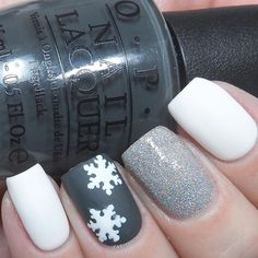 ❄️Snowy manicure by the amazing @carlysisoka! Carly is using our Snowflake Nail Decals found at snailvinyls.com