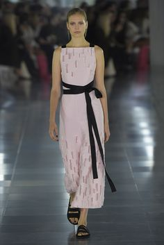 http://wwd.com/fashion-news/shows-reviews/gallery/amanda-wakeley-rtw-spring-10236531/