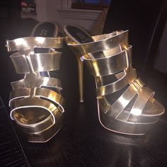 6 inch Platform sandal Gold 6 inch heel Mule Style Sandal. 3 inch platform. Brand New, never worn. Purchased for a photoshoot that never happened and I have a bum knee so I dare not try to strut these on the streets. Offers welcome. Shoe Dazzle Shoes Platforms
