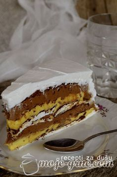 Potreban materijal: 10 jaja 1L mleka 400gr čokolade za kuvanje 600g margarina ili maslaca 1kg šećera 200gr šećera u prahu 10 kašika brašna 1 kašika alkoholnog sirćeta Kora: 5 belanaca (koja su bila na sobnoj temperaturi) umutiti sa 10 kašika šećera, na kraju dodati 1 kašiku alkoholnog sirćeta. Sušiti koru na 120C oko 1,5h. Potrebno …