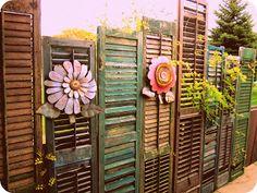 ich würde jetzt die Blumen weglassen, aber alte, ausgediente Fensterläden als Zaun verwenden, finde ich eine schöne Idee und hat nicht jeder - oder einfach in den Garten integriert, kleine Ecken damit gestalten.  Ordinary Women Creating Beautiful Homes~Annette