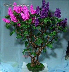 How to make a beautiful tree with beads and wire French Beaded Flowers, Wire Flowers, Pearl Crafts, Beaded Crafts, Book And Frame, Making A Bouquet, Quilling Paper Craft, Wire Trees, Gladioli
