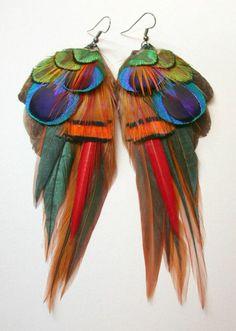look année 80 boucles d'oreilles plumes multicolores en vogue style perroquet