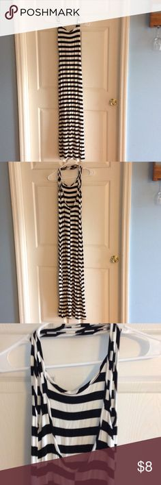 Maxi dress Black/ white striped maxi dress size xsmall. Stretchy material, very form fitting. Worn once, excellent condition. Back is low cut. Very easy to add jewelry and dress it up! Snap Dresses Maxi