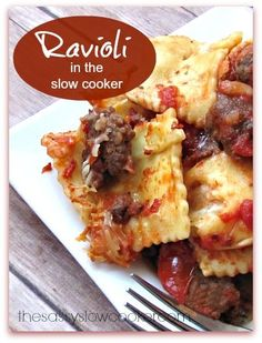 Easy Ravioli Dinner in the Slow Cooker! - The Sassy Slow Cooker - links to the original post. Crock Pot Food, Crock Pot Slow Cooker, Slow Cooker Recipes, Crockpot Recipes, Cooking Recipes, What's Cooking, I Love Food, The Best, Ravioli