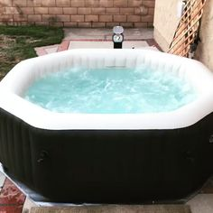 If you are a fan of soaking yourself into a Jacuzzi and want to enjoy relaxing hydrotherapy without breaking the bank, an inflatable hot tub is just the Hot Tub Backyard, Hot Tub Garden, Small Backyard Pools, Pool Decks, Jacuzzi Outdoor, Outdoor Spa, Outdoor Hot Tubs, Diy Hottub, Mini Pool