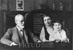 Freud, Anna: Freud, Eva: Freud, Sigmund  Date: 1927