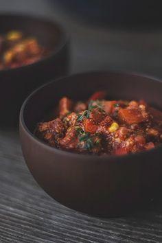 Pikantes Kürbis-Zimt-Chili mit Tofu (vegan) Spicy pumpkin and cinnamon chili with tofu {Conclusion VFF week Easy Salads, Healthy Salad Recipes, Vegetarian Recipes, Vegetable Soup Healthy, Healthy Soup, Beef Bourguignon, Fall Recipes, Beef Recipes, Aperitivos Vegan