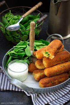 Krokiety ziemniaczane - przepis Good Food, Yummy Food, Polish Recipes, Food Photo, Fall Recipes, Food And Drink, Cooking Recipes, Vegetarian, Meals