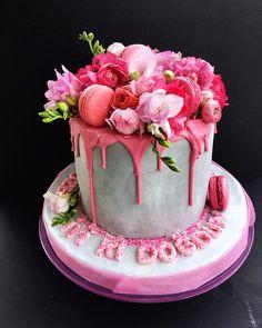 Pink Love #flowers #flowerscake #pinky #pinklove #flowerslove #macaron #borniskitchen