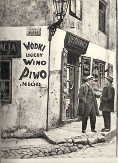 Warszawa międzywojenna - ul. Bugaj Old Photos, Vintage Photos, Old Photography, Jewish History, Warsaw Poland, Old Street, European Destination, Beautiful Buildings, Beautiful Places