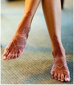Elegantly Simple Foot Mehndi - http://mehndiyoyo.com/elegantly-simple-foot-mehndi/ -