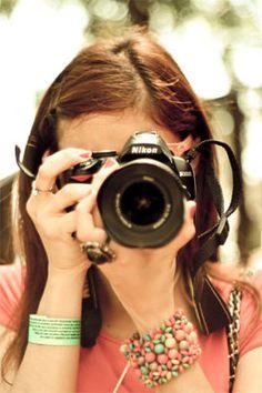 Trucos para sujetar correctamente una cámara de fotos