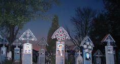 Cimitirul Vesel din Săpânța, locul unde arta populară glumește pe seama morții