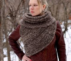 Katniss inspired post apocalyptic huntress cowl by KnitPlayLove. Want it in S/M and in Marble Gray