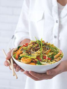 Všechny chutě Asie na jednom talíři. Přesně takhle chutnají singapurské nudle Tomáše Stehlíka, spolumajitele bistra Woker. Asian Recipes, Ethnic Recipes, Food, Asia, Essen, Meals, Yemek, Asian Food Recipes, Eten