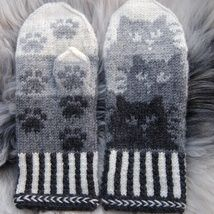 Knitting Patterns Gloves Colored with trees or leaves Crochet Mittens, Mittens Pattern, Knitted Gloves, Knit Or Crochet, Crochet Hats, Knitting Charts, Knitting Socks, Knitting Patterns, Fair Isle Knitting