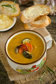 Zupa z pieczonych warzyw Soup Recipes, Vegetarian Recipes, Cooking Recipes, Special Recipes, Great Recipes, Poland Food, Sans Gluten Sans Lactose, Easter Dishes, Vegan Soups